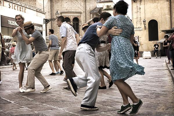 Baile con orquesta al aire libre