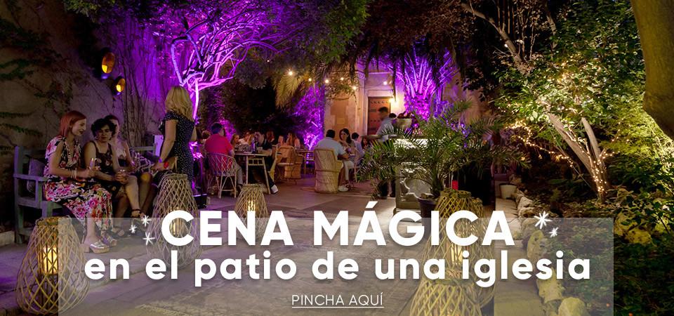 Cena mágica en el patio de una iglesia