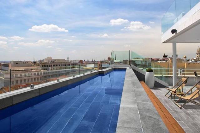 Piscina Hotel Innside Madrid Suecia