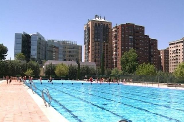 7 piscinas para inaugurar el verano city confidential for Piscina vicente del bosque